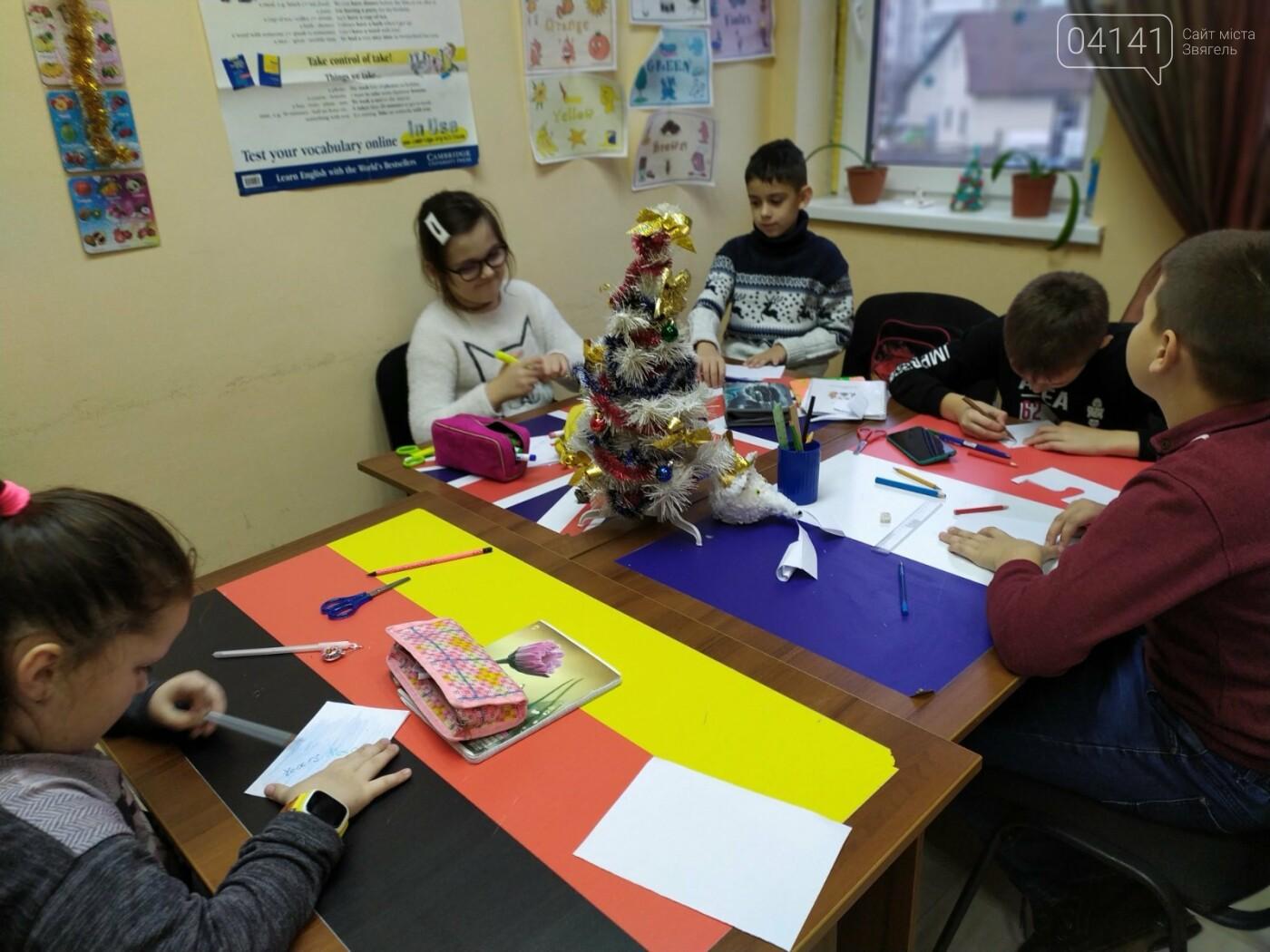 Щасливого Різдва: Новоград-волинські діти пізнавали традицію англомовних країн, фото-3