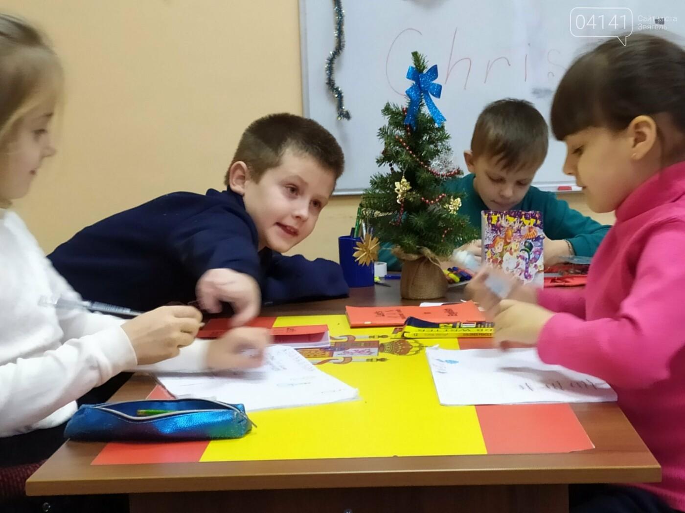 Щасливого Різдва: Новоград-волинські діти пізнавали традицію англомовних країн, фото-5