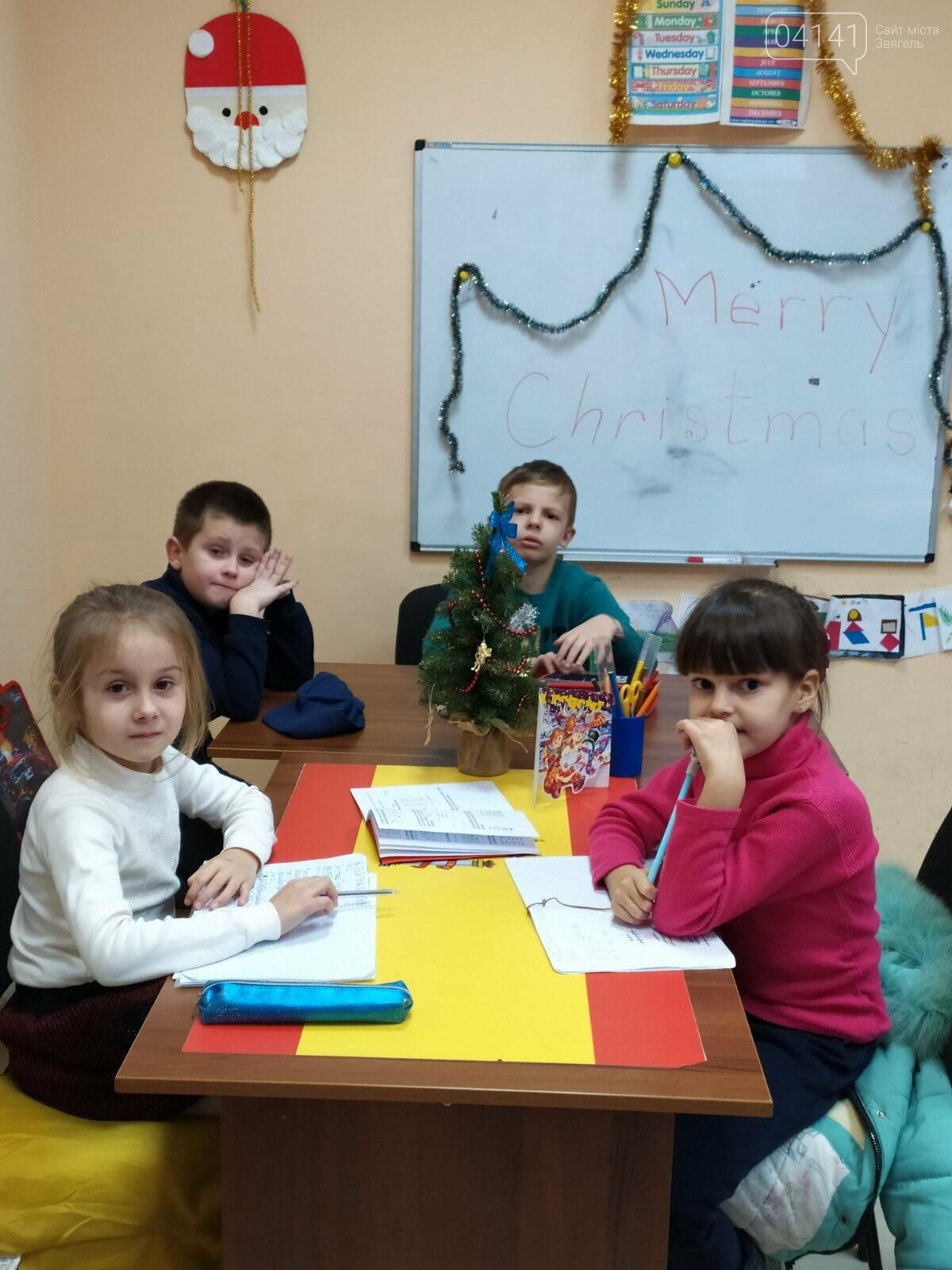 Щасливого Різдва: Новоград-волинські діти пізнавали традицію англомовних країн, фото-6