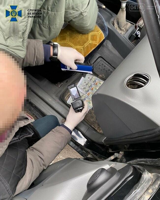 ДБР затримало на хабарі начальника слідчого відділення поліції Житомирщини, фото-1