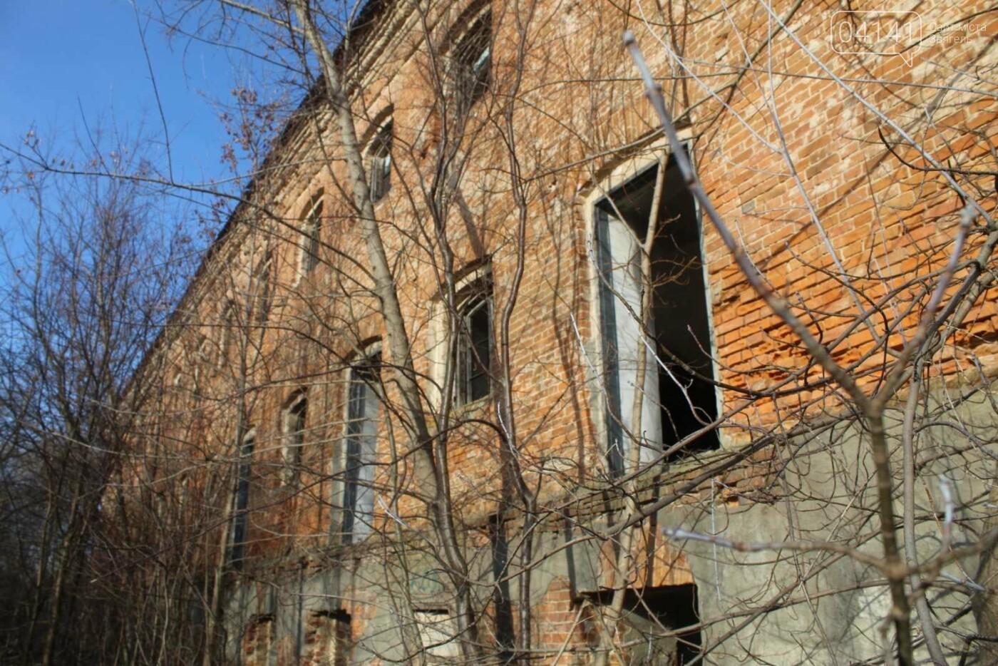 Вітер гуляє: Як сьогодні виглядає найстаріша будівля Новограда-Волинського (ФОТОРЕПОРТАЖ), фото-1