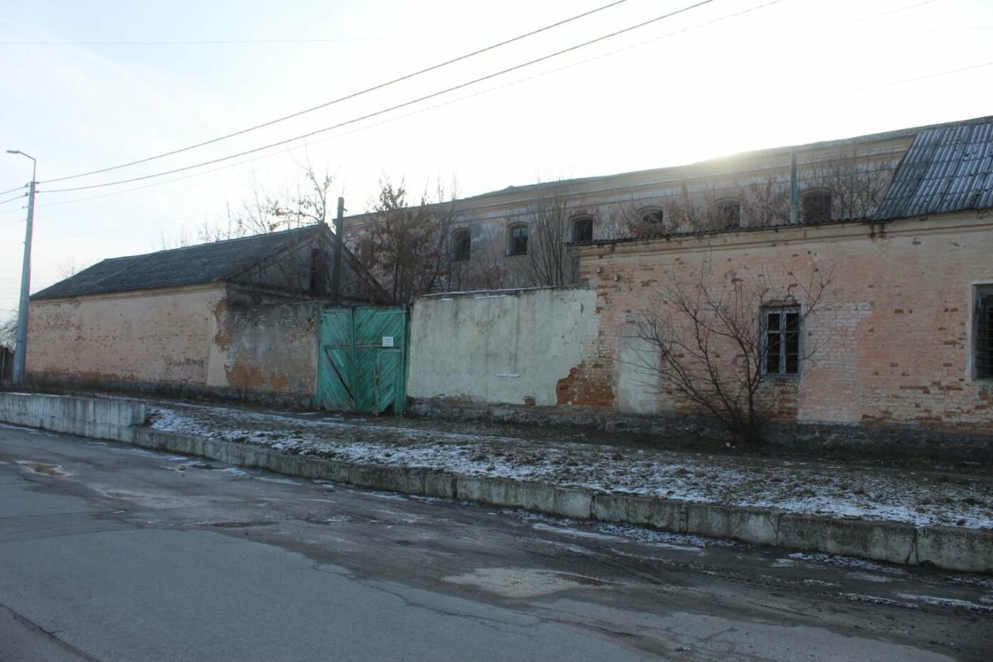 Вітер гуляє: Як сьогодні виглядає найстаріша будівля Новограда-Волинського (ФОТОРЕПОРТАЖ), фото-2