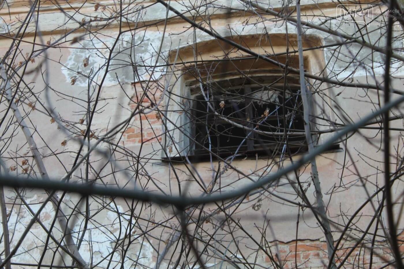 Вітер гуляє: Як сьогодні виглядає найстаріша будівля Новограда-Волинського (ФОТОРЕПОРТАЖ), фото-16