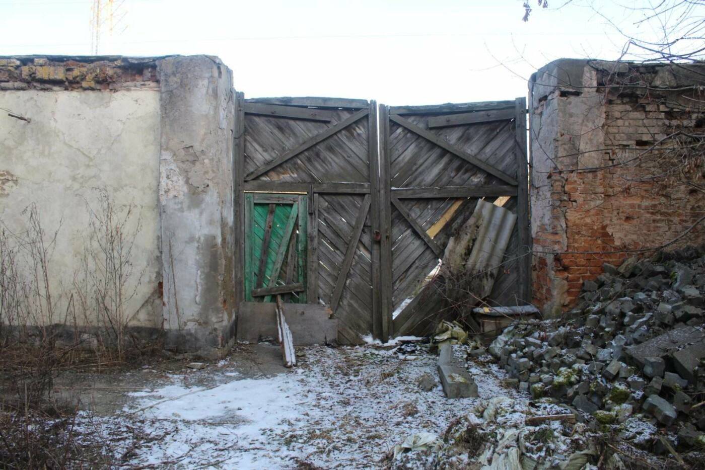 Вітер гуляє: Як сьогодні виглядає найстаріша будівля Новограда-Волинського (ФОТОРЕПОРТАЖ), фото-12