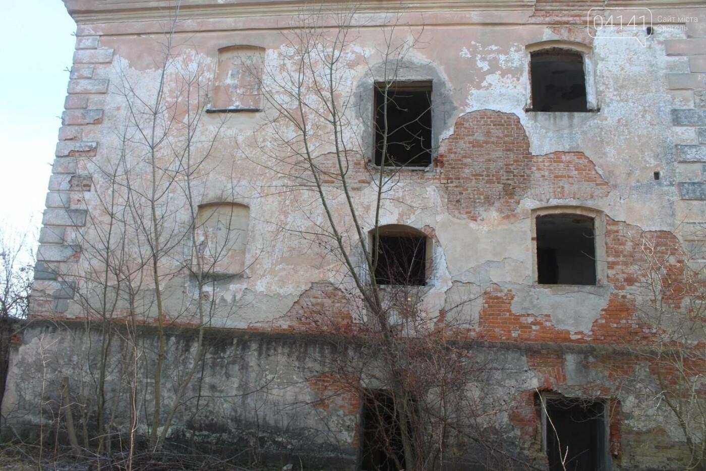 Вітер гуляє: Як сьогодні виглядає найстаріша будівля Новограда-Волинського (ФОТОРЕПОРТАЖ), фото-6