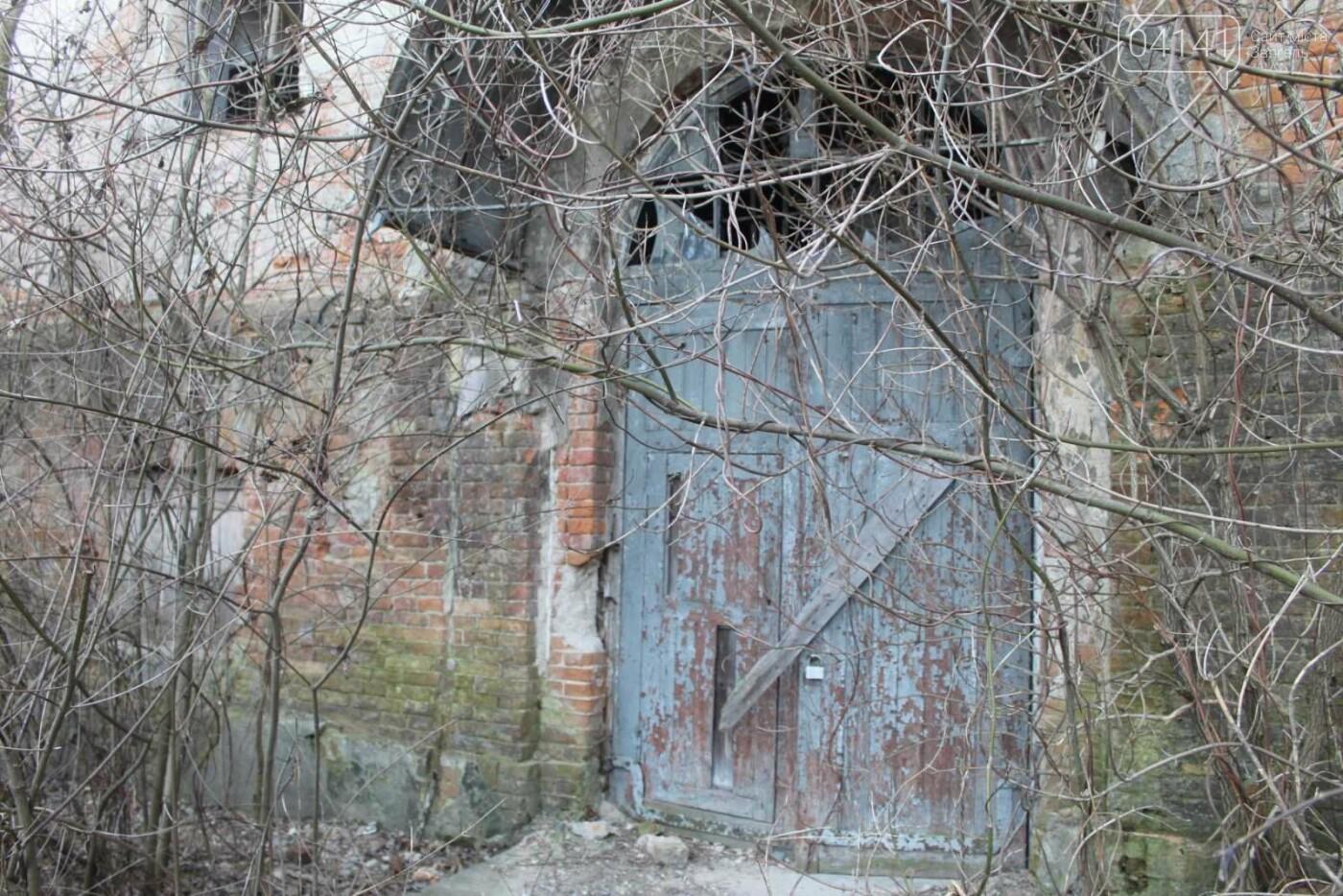 Вітер гуляє: Як сьогодні виглядає найстаріша будівля Новограда-Волинського (ФОТОРЕПОРТАЖ), фото-19