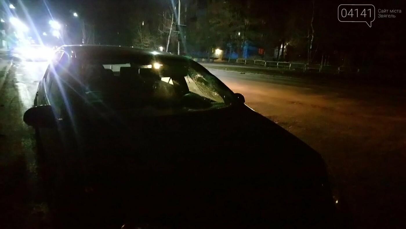 У Новограді автомобіль збив пішохода, який перебігав дорогу в недозволеному місці (ФОТО, ВІДЕО), фото-2
