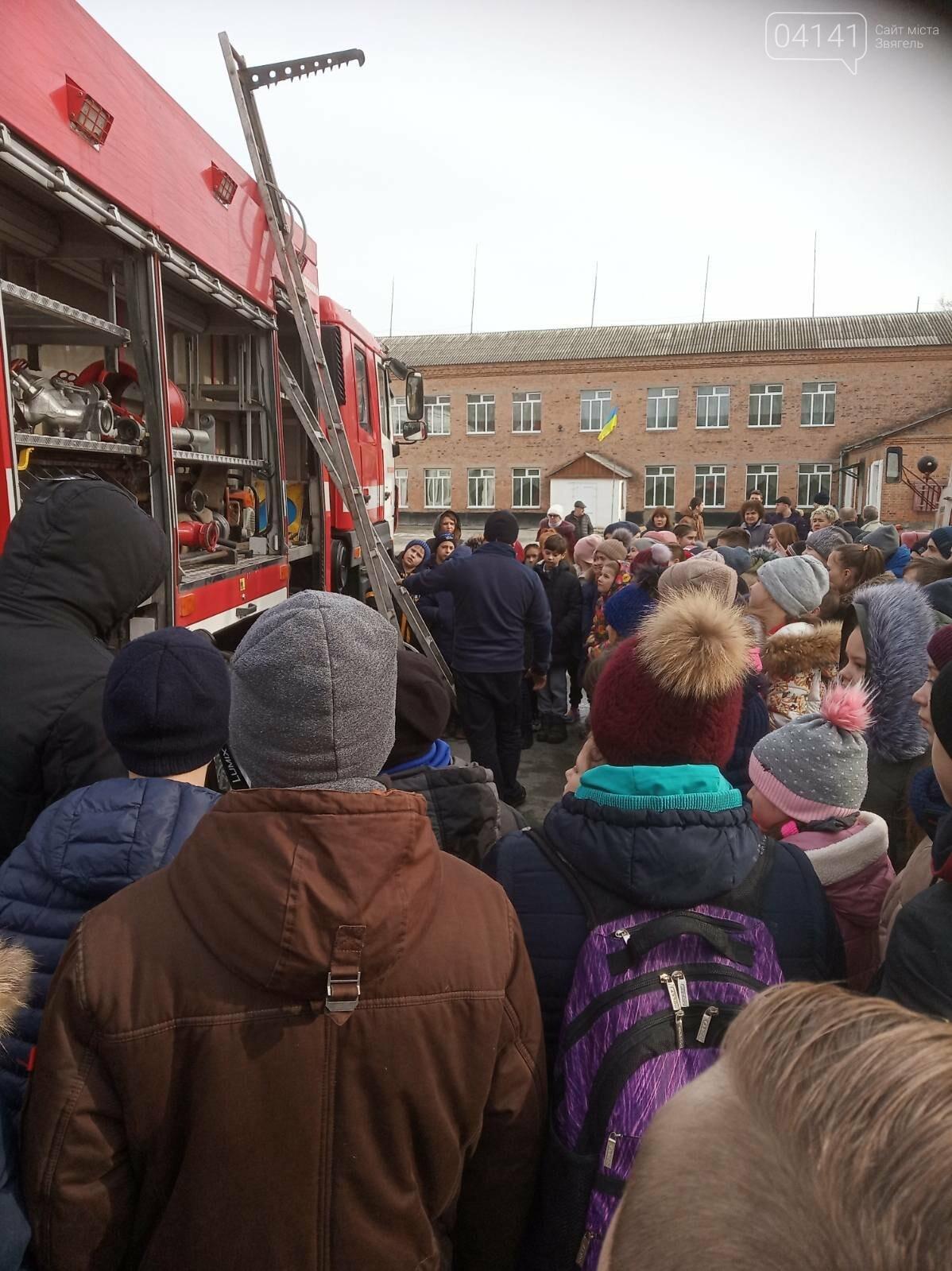 У 3-ій школі Новограда-Волинського відбулася громадська акція «Запобігти. Врятувати. Допомогти!» (ФОТО), фото-5