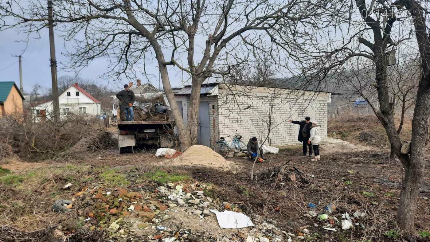 Як в Новограді проходить толока з прибирання сміття біля Фортеці (ФОТО), фото-8