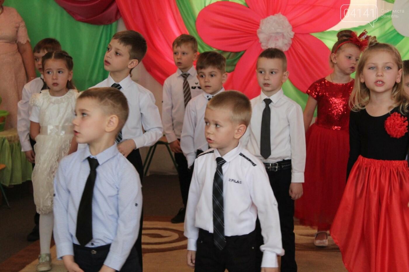 У Новограді-Волинському діти вітали своїх матусь з прийдешнім святом 8-го березня (ФОТО,ВІДЕО), фото-4