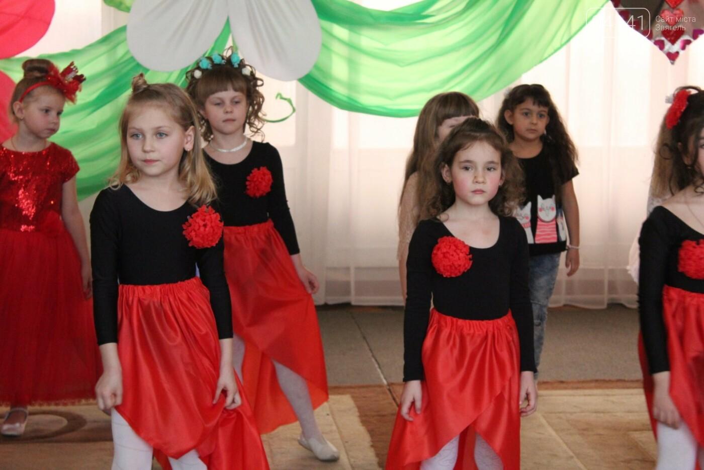 У Новограді-Волинському діти вітали своїх матусь з прийдешнім святом 8-го березня (ФОТО,ВІДЕО), фото-3
