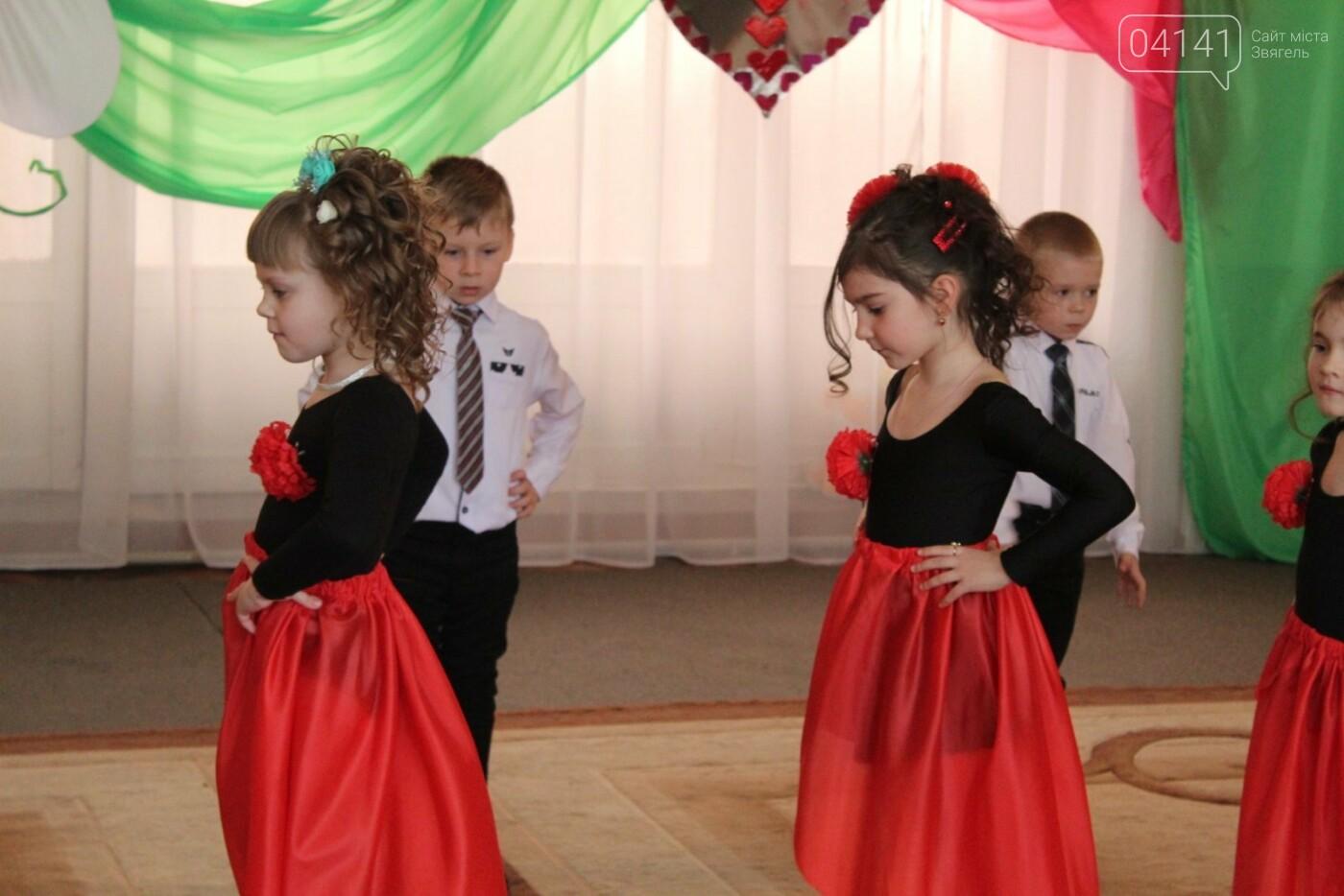 У Новограді-Волинському діти вітали своїх матусь з прийдешнім святом 8-го березня (ФОТО,ВІДЕО), фото-2