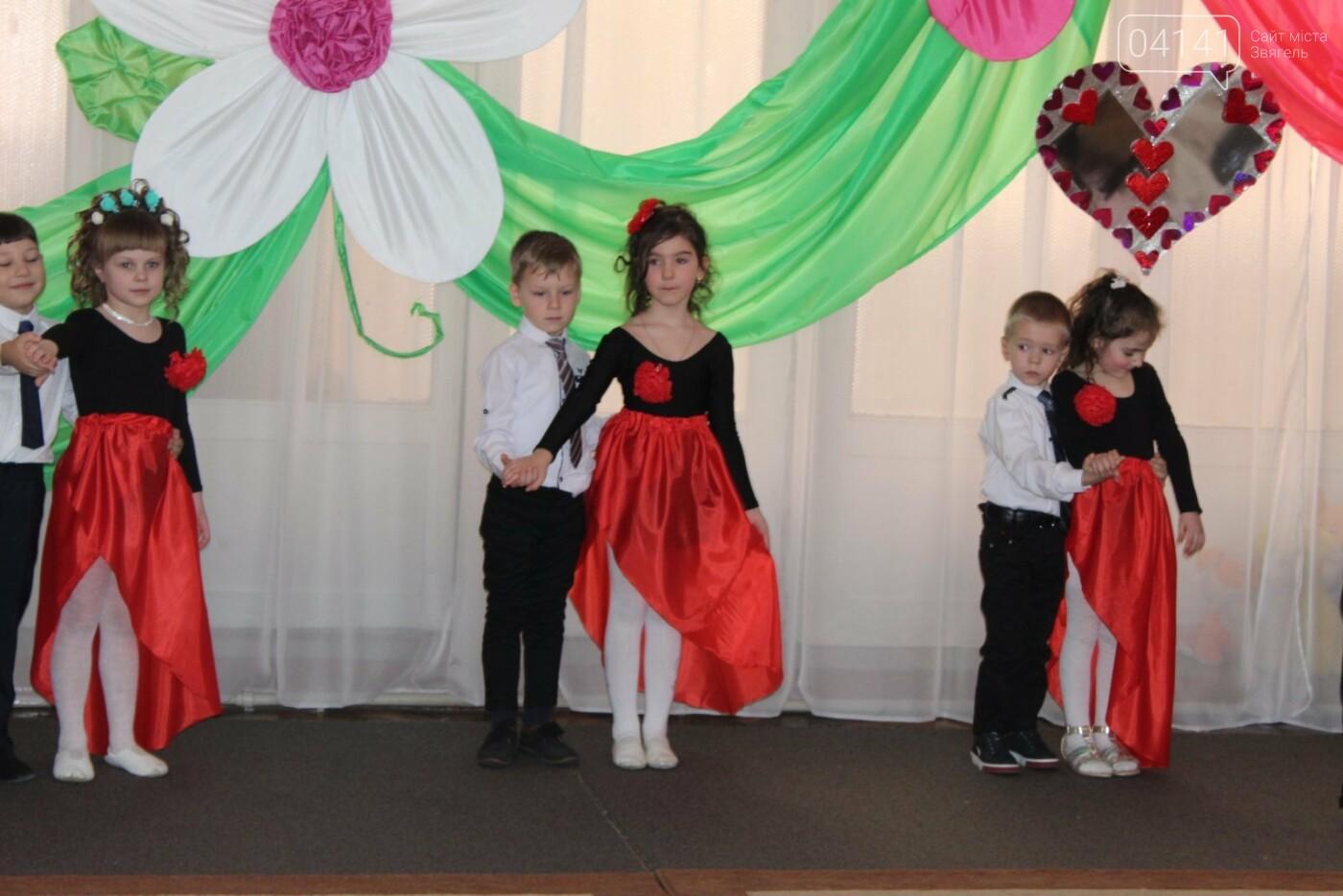 У Новограді-Волинському діти вітали своїх матусь з прийдешнім святом 8-го березня (ФОТО,ВІДЕО), фото-1
