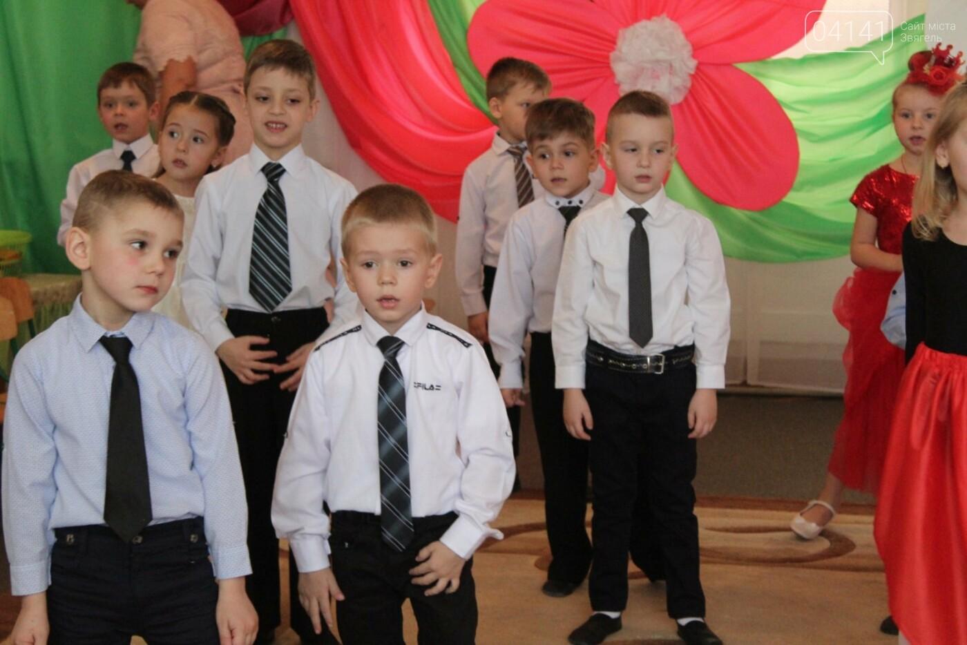 У Новограді-Волинському діти вітали своїх матусь з прийдешнім святом 8-го березня (ФОТО,ВІДЕО), фото-5