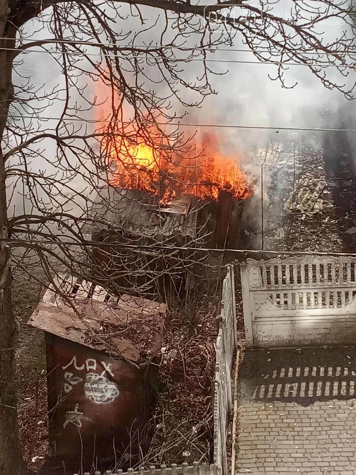 У Новограді сталася пожежа (ФОТО, ВІДЕО З МІСЦЯ ПОДІЇ), фото-2