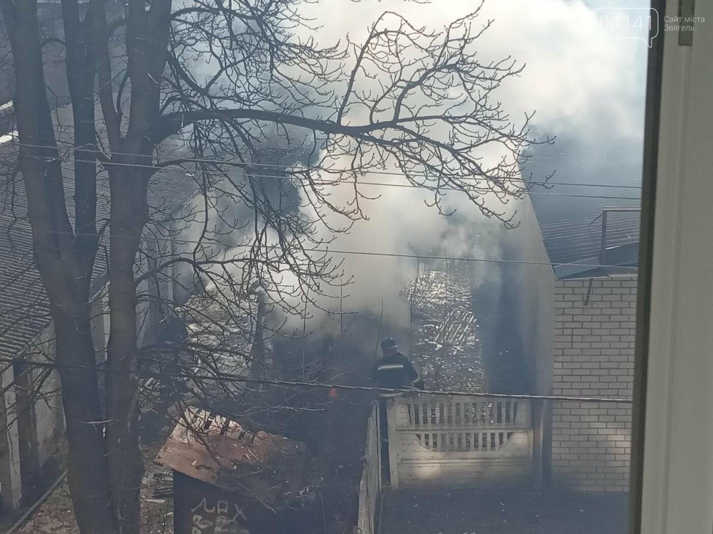 У Новограді сталася пожежа (ФОТО, ВІДЕО З МІСЦЯ ПОДІЇ), фото-1