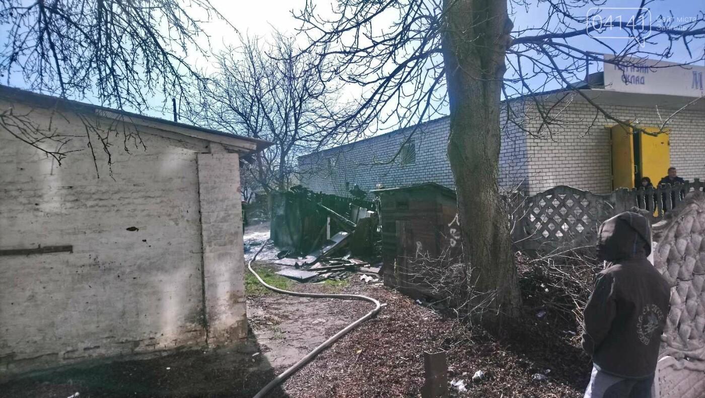 У Новограді сталася пожежа (ФОТО, ВІДЕО З МІСЦЯ ПОДІЇ), фото-4