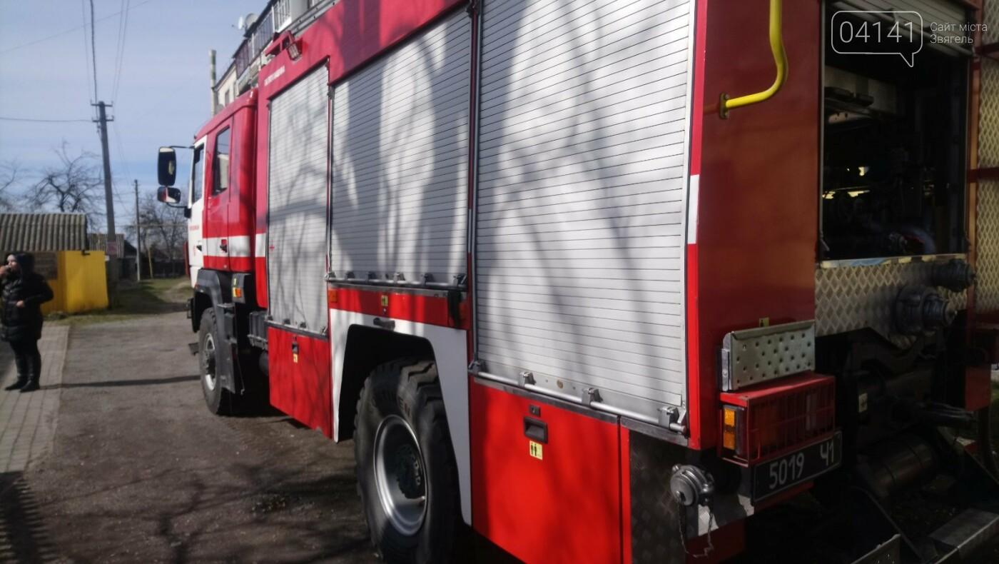 У Новограді сталася пожежа (ФОТО, ВІДЕО З МІСЦЯ ПОДІЇ), фото-3