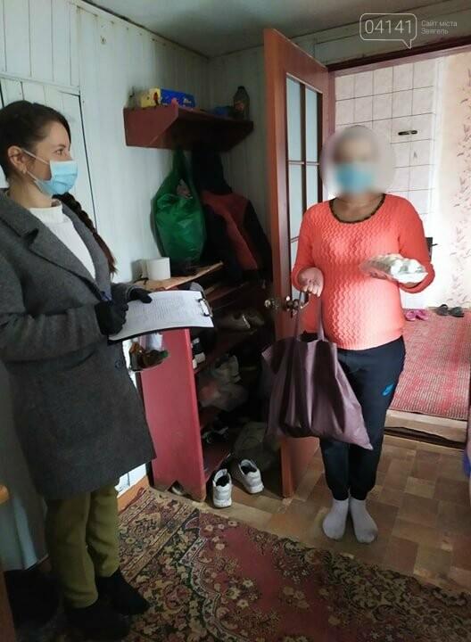 У Новограді-Волинському допомагають сім'ям продуктовими наборами та вживаними речами, фото-3