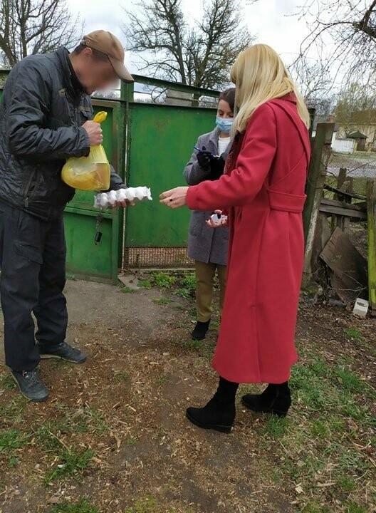 У Новограді-Волинському допомагають сім'ям продуктовими наборами та вживаними речами, фото-2