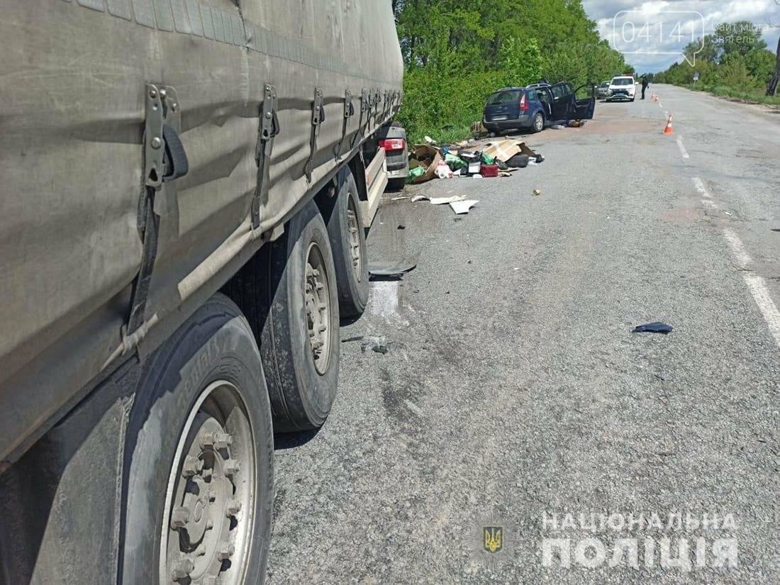 У Новограді легковик зіткнувся з вантажівкою (ФОТО), фото-1