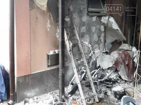 У Новограді згорів мопед, вогонь перекинувся на будинок, фото-1