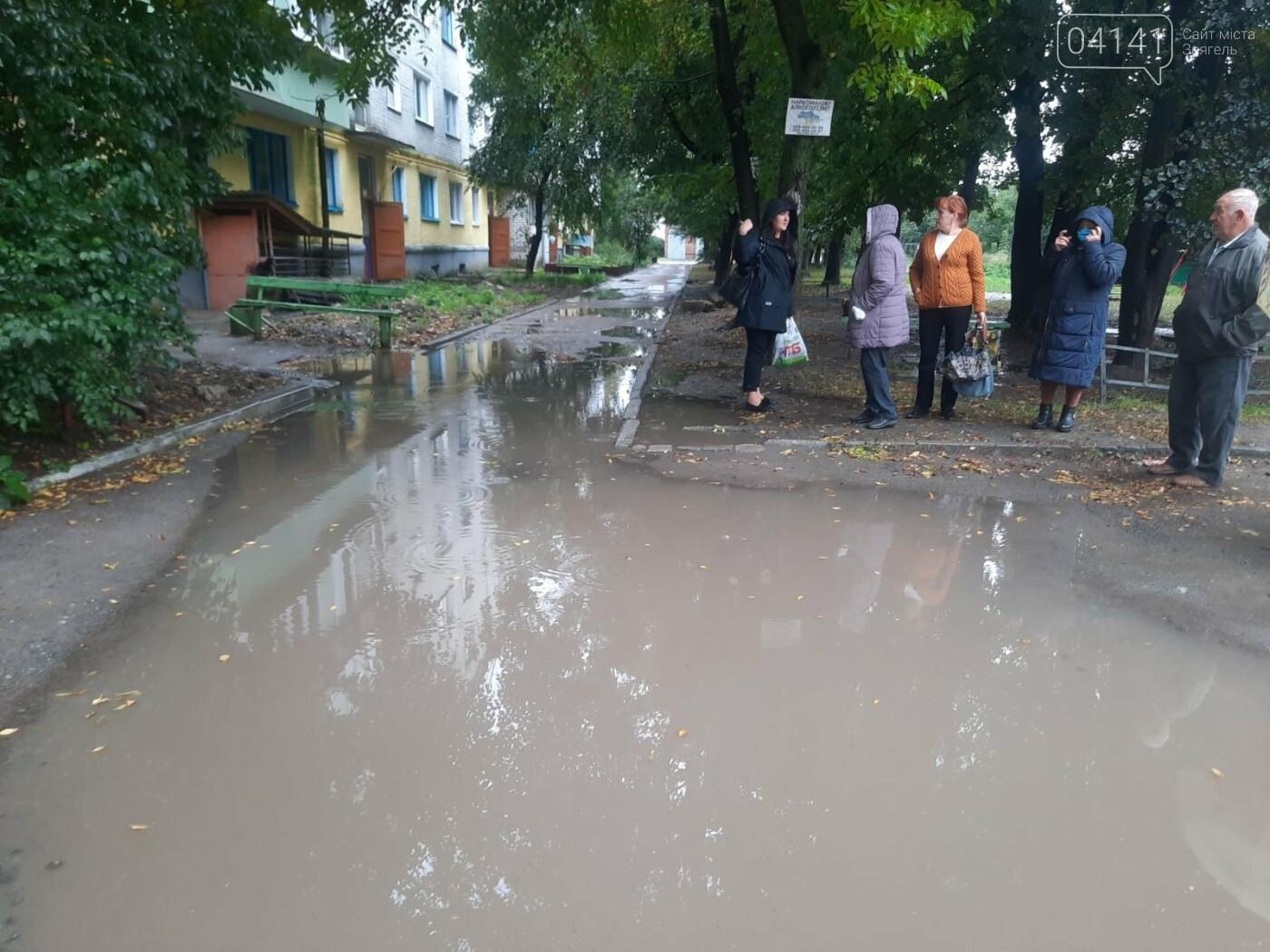 Танком не проїдеш: Жителі будинку по вулиці Пушкіна про благоустрій їх дому, фото-2