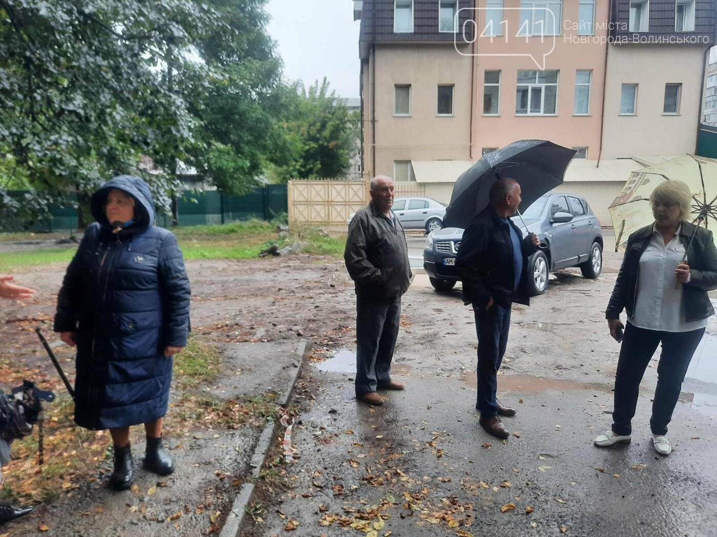 Танком не проїдеш: Жителі будинку по вулиці Пушкіна про благоустрій їх дому, фото-6
