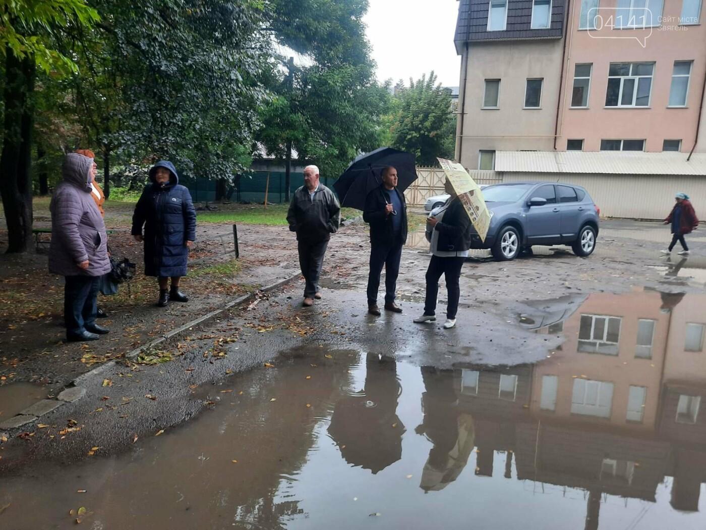Танком не проїдеш: Жителі будинку по вулиці Пушкіна про благоустрій їх дому, фото-3