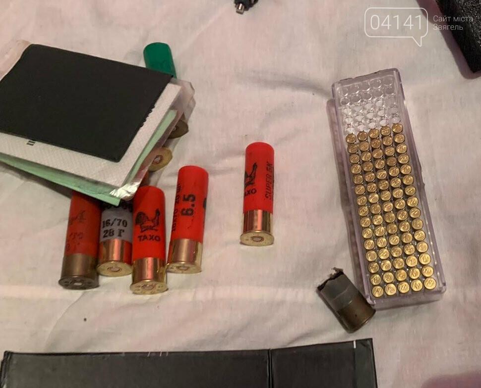 У колишніх військовослужбовців у Новограді в ході обшуку вилучили зброю, фото-2