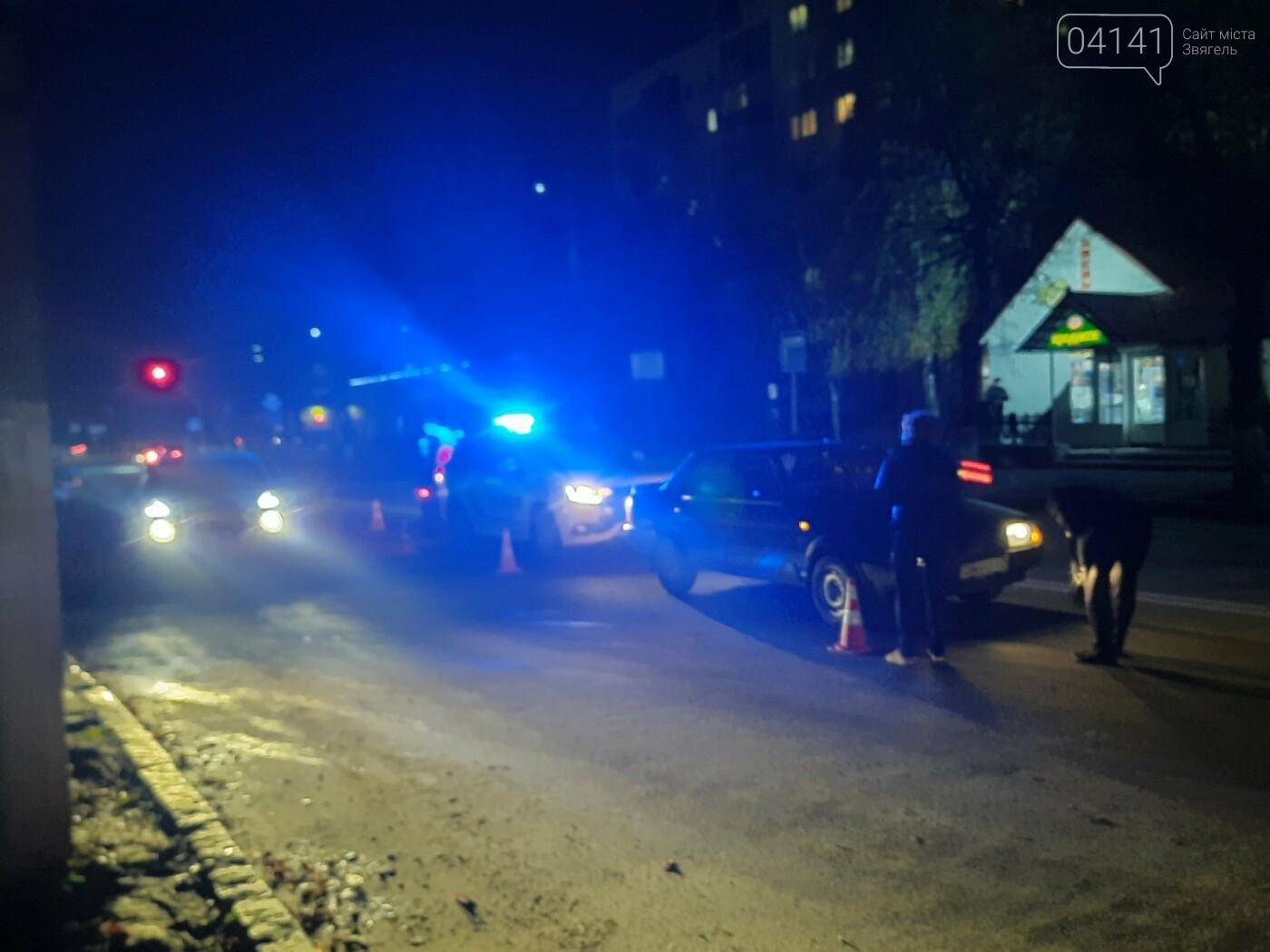 У Новограді жінка потрапила під колеса авто: Вона перебігала дорогу поза пішохідним переходом (ФОТО/ВІДЕО), фото-3