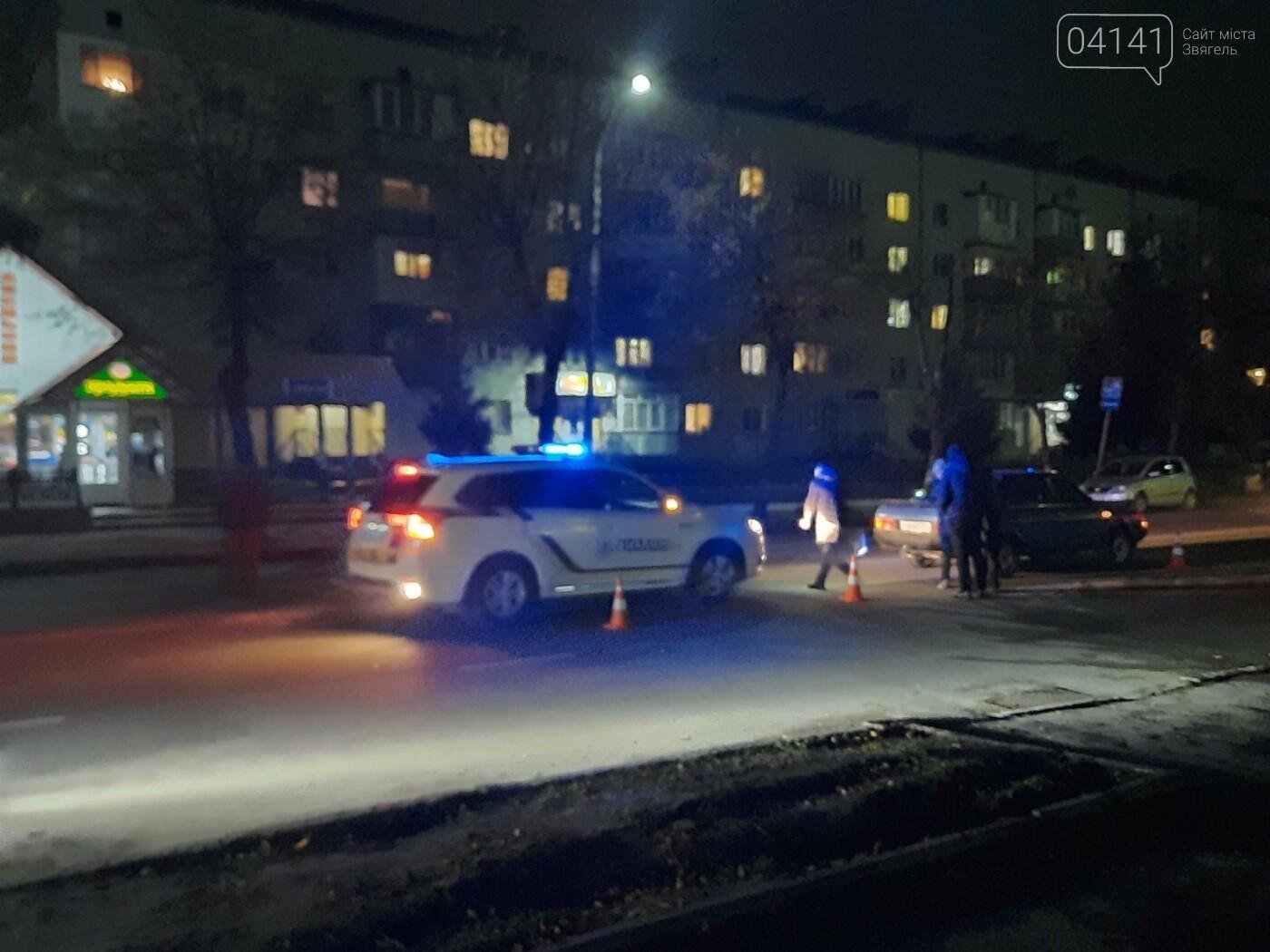 У Новограді жінка потрапила під колеса авто: Вона перебігала дорогу поза пішохідним переходом (ФОТО/ВІДЕО), фото-1