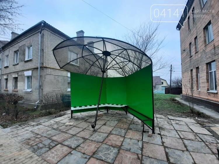 У Новограді встановили креативну зупинку-парасольку: Що відомо про цей «арт-об'єкт», фото-1