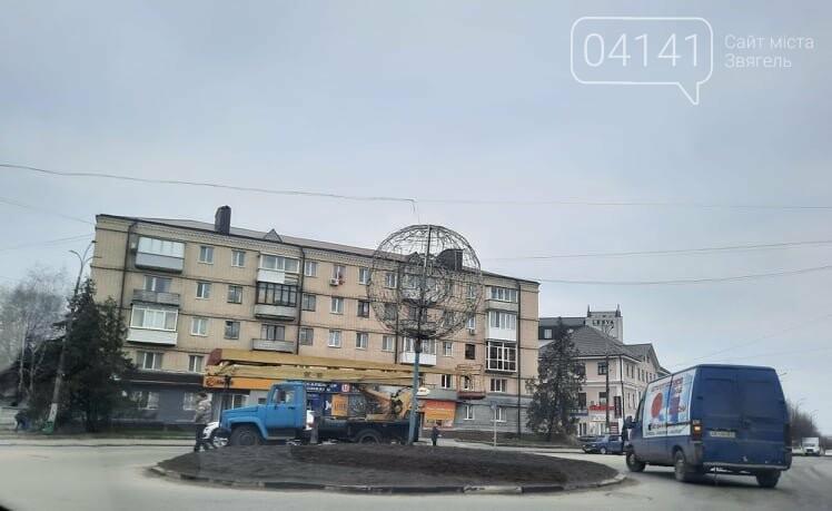 """Куди поділася куля - """"світлячок"""" з центру Новограда-Волинського?: З'ясовував 04141, фото-1"""