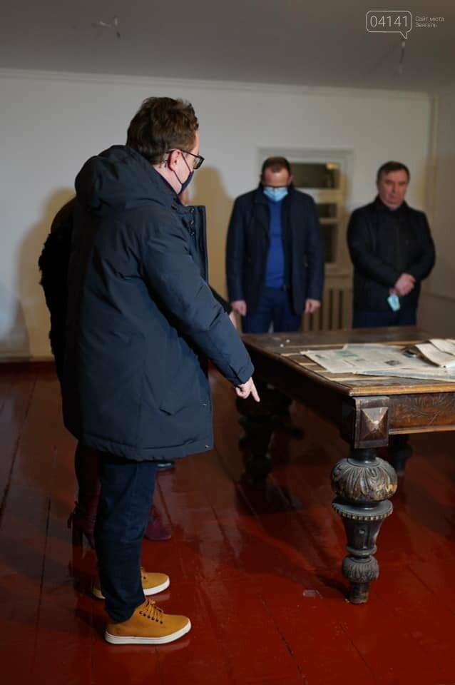 """І тут """"наплужили"""": Голова облради вражений якістю ремонту музею Лесі Українки , фото-2"""