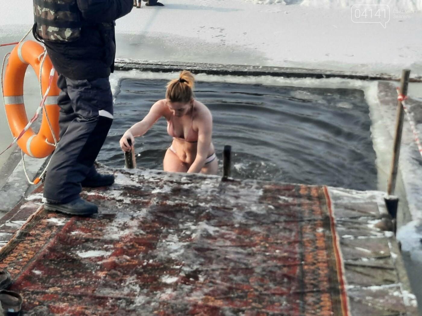 Як в Новограді-Волинському проходили водохресні купання (ФОТО-, ВІДЕОРЕПОРТАЖ), фото-1