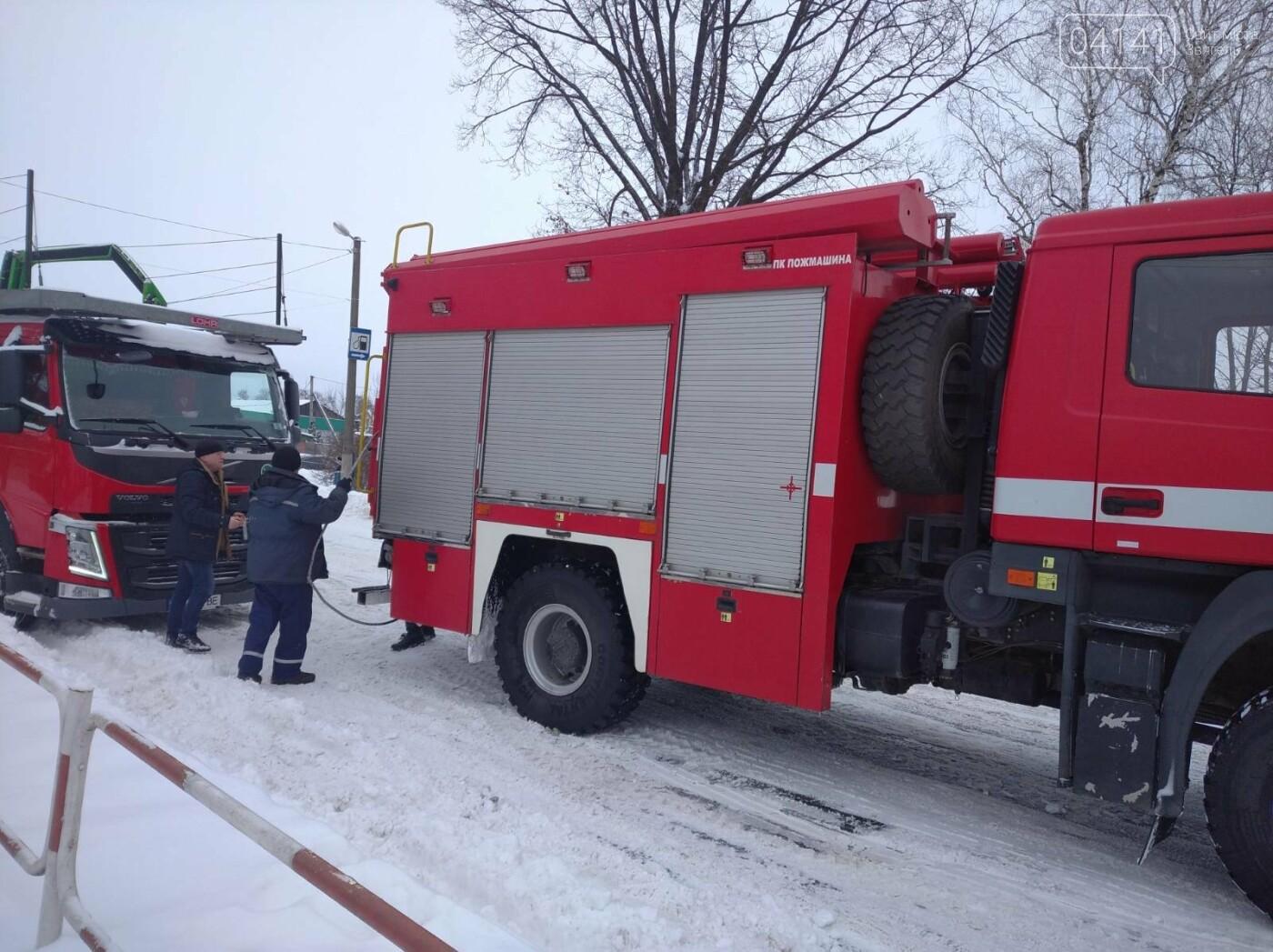 Новоградські рятувальники допомагають водіям вибратися зі снігового полону, фото-2