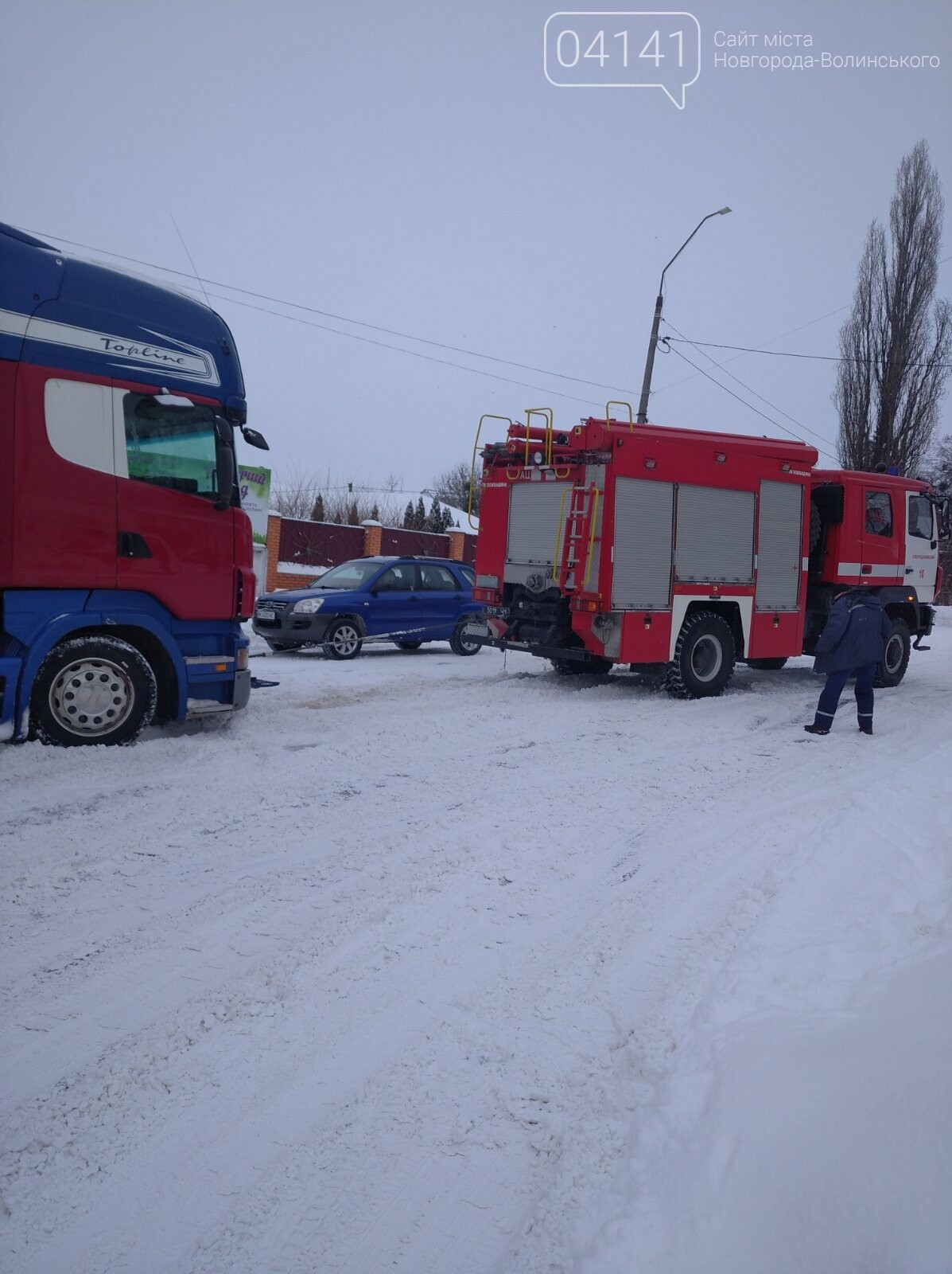 Новоградські рятувальники допомагають водіям вибратися зі снігового полону, фото-3