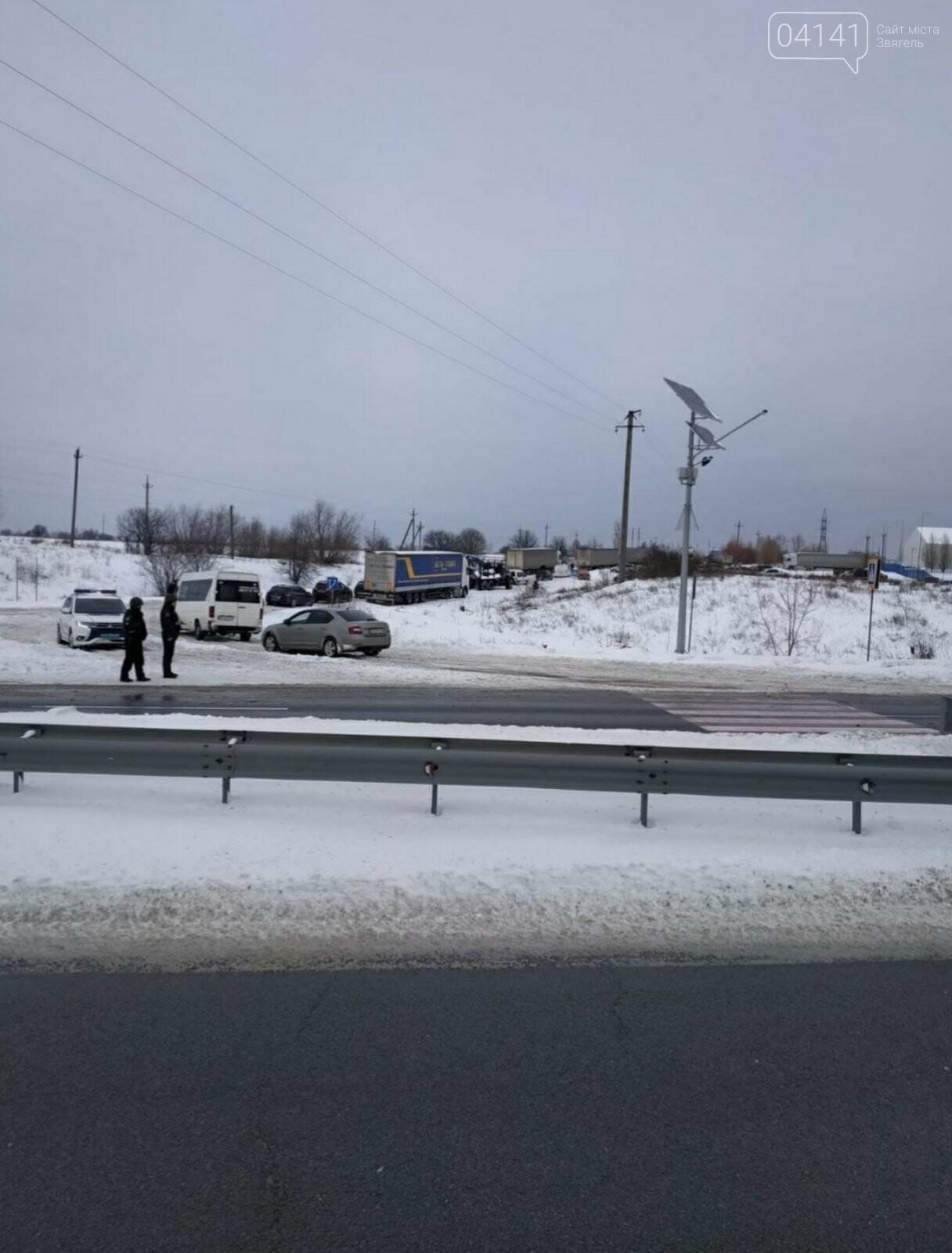 Новоградські рятувальники допомагають водіям вибратися зі снігового полону, фото-5