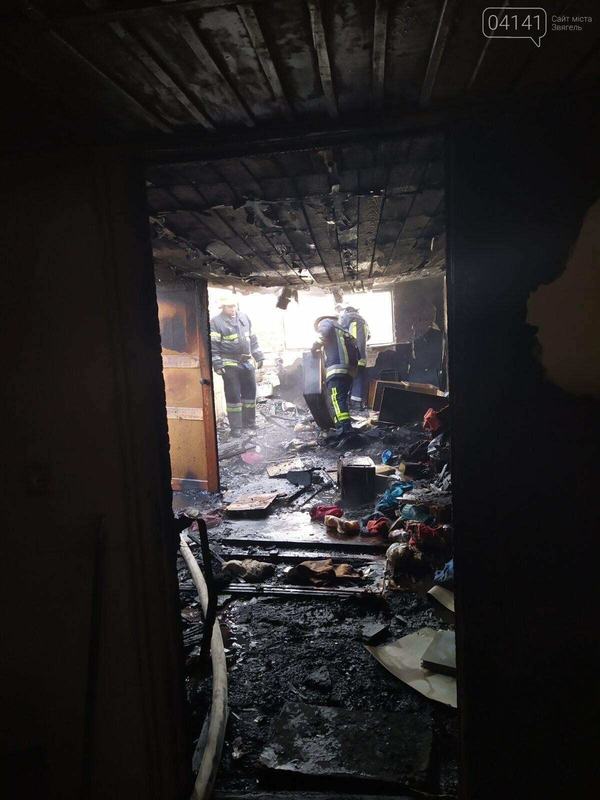 Сьогодні в Новограді горів двоповерховий будинок: Евакуювали 8 людей, фото-3