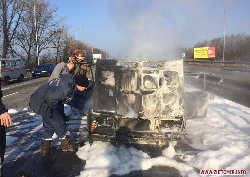 На трасі Київ-Чоп у Новоград-Волинському районі загорівся автомобіль, який перевозив газовий балон, фото-4
