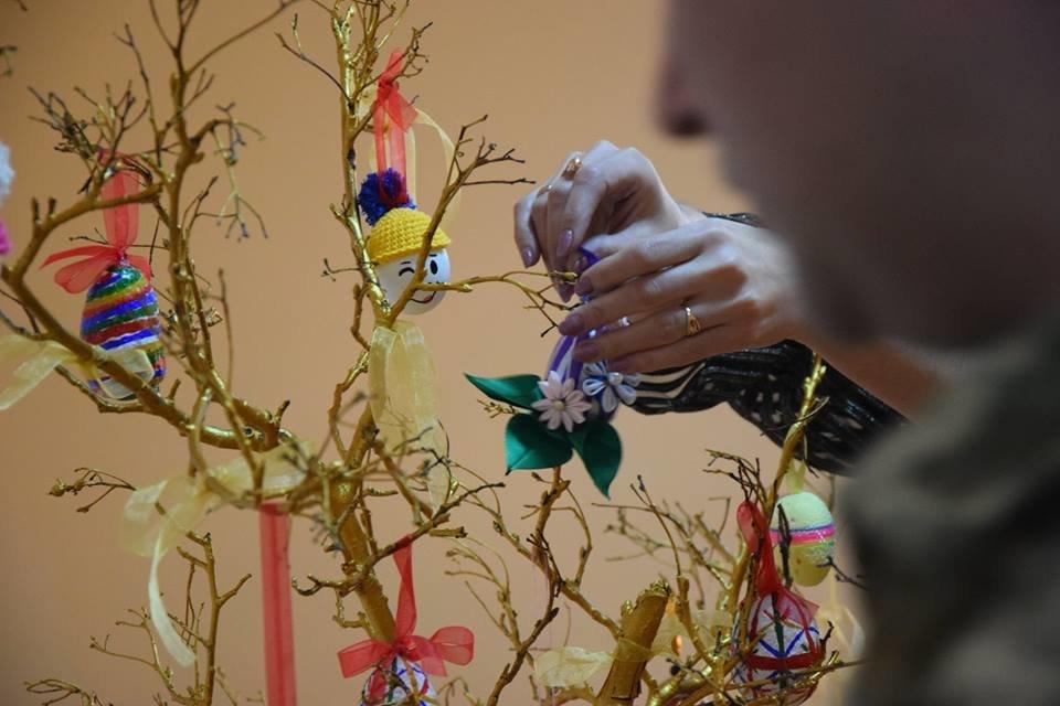 Новоградським військовим діти з прифронтової Мар'їнки вручили подарунки до Великодня , фото-6