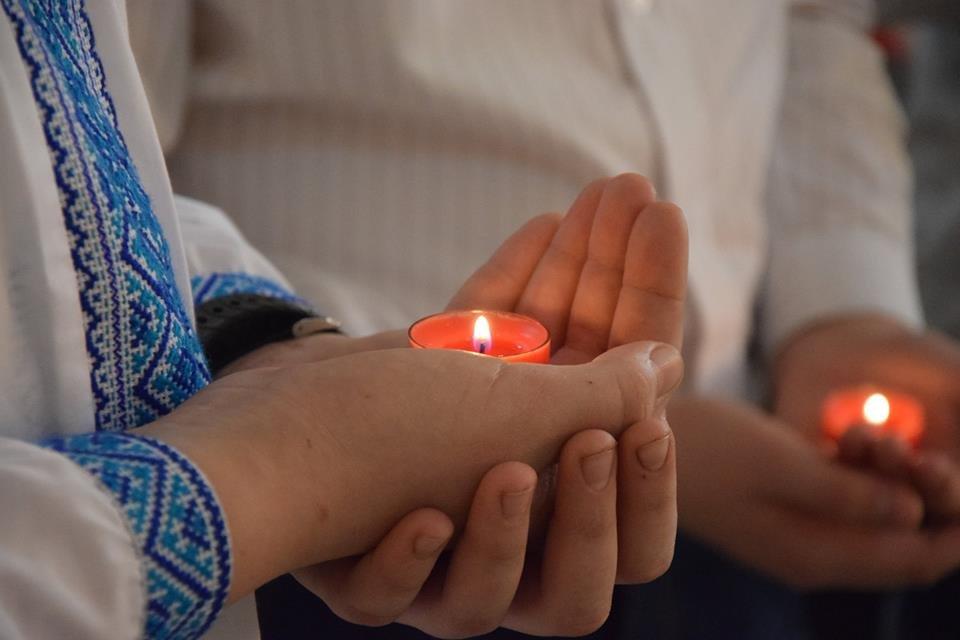 Новоградським військовим діти з прифронтової Мар'їнки вручили подарунки до Великодня , фото-1