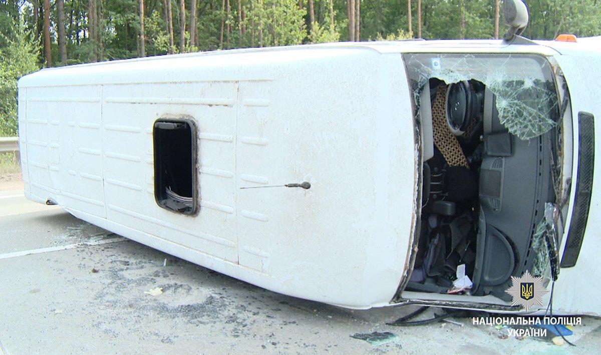 На Житомирщині перекинувся мікроавтобус з сумчанами, фото-3