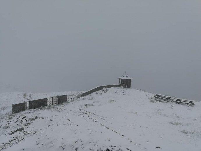 Карпати завалило червневим снігом, евакуюють дитячий табір (ФОТО), фото-3
