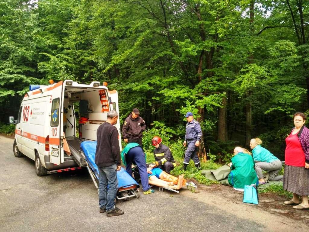 Жахливе ДТП на Житомирщині: постраждалих вирізали з машини, фото-1