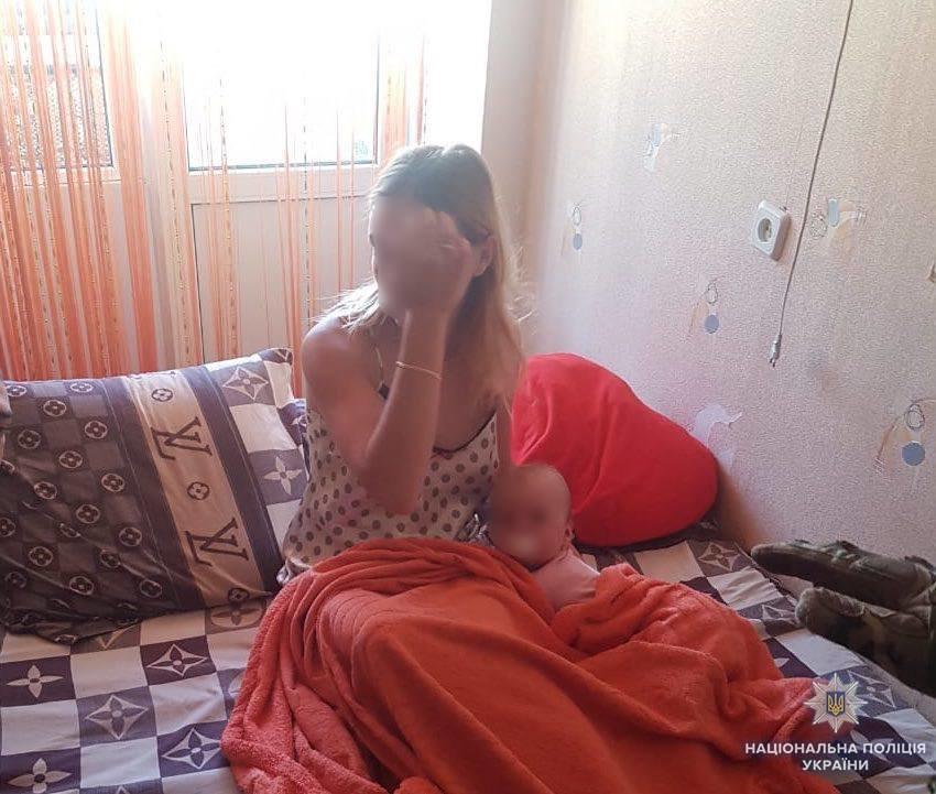 """На Житомирщині 28-річний АТОшник розбещував однорічну доньку й викладав кадри """"розваг"""" у мережу (ФОТО), фото-2"""