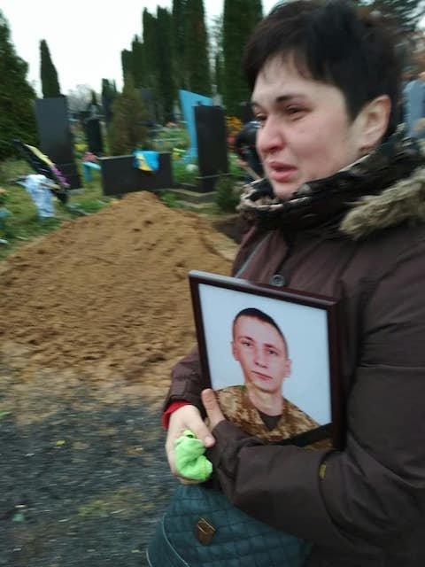 На Житомирщині попрощалися із загиблим на Донбасі військовим, фото-2