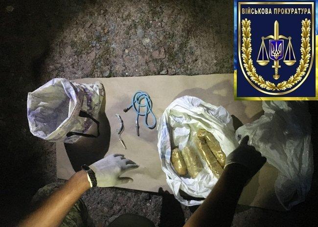На Житомирщині затримали двох військових: вони продавали вибухівку із зони ООС (ФОТО), фото-5