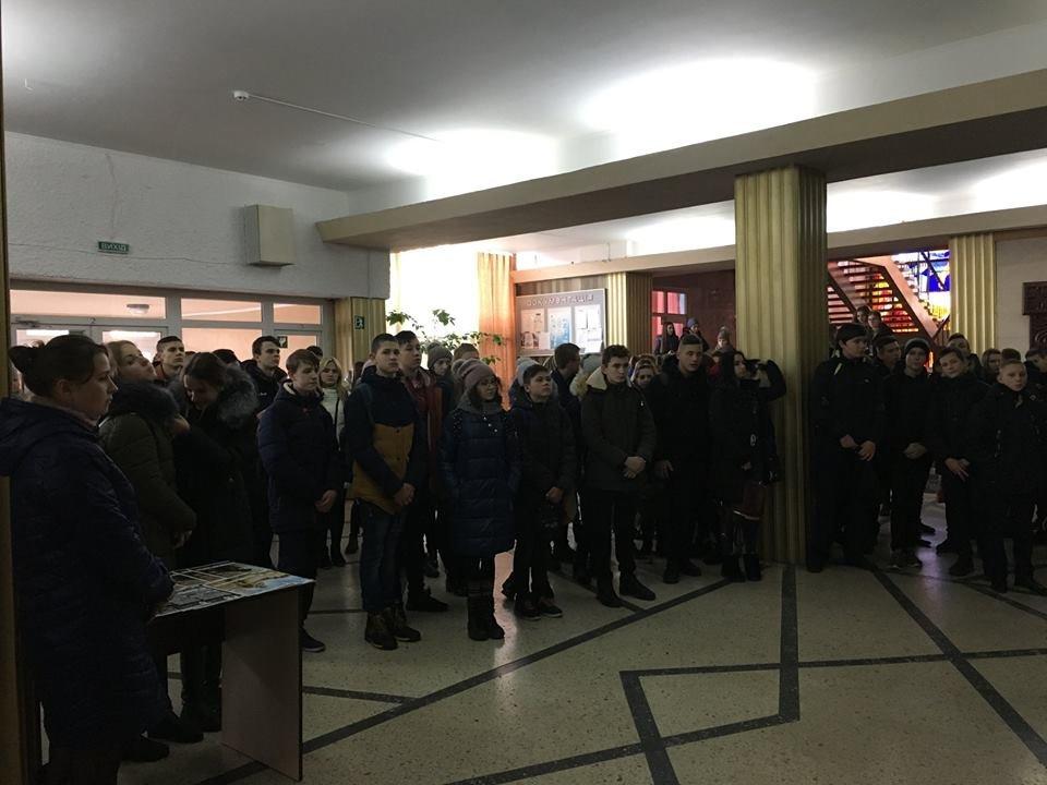 В рамках проекту «Вiйна поруч» у Новограді-Волинському вiдбулось вiдкриття фотовиставки «Лінія фронту», фото-6